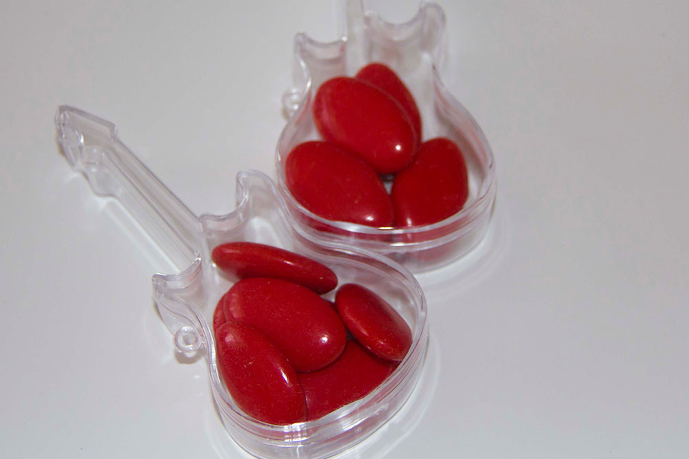 matrimonio rockabilly porta confetti rossi chitarra elettrica