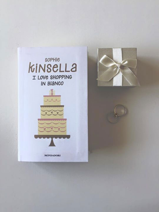 Letture leggere Sophie Kinsella I love shopping in bianco