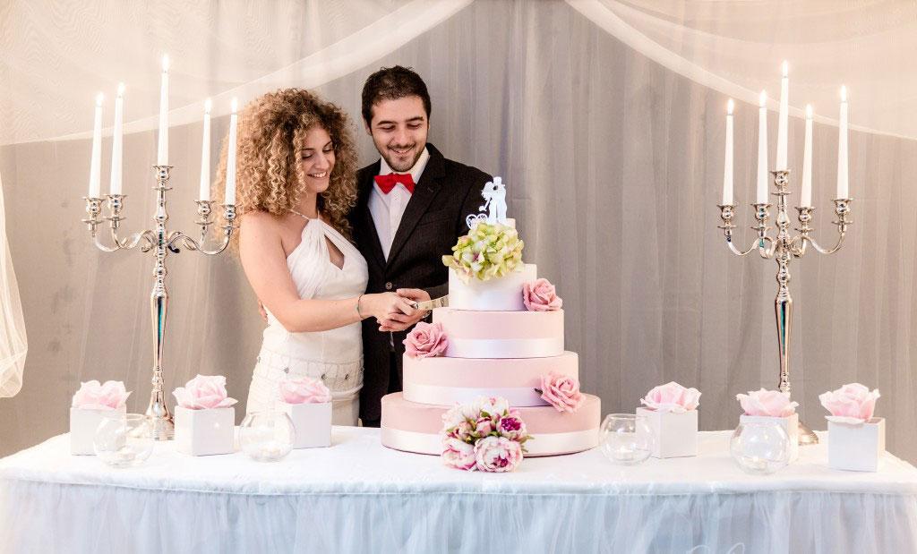The wedding corner taglio della torta