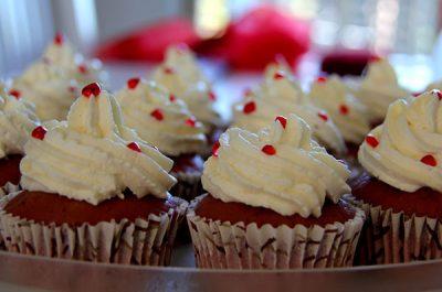 evento aziendale happy hour in rosso