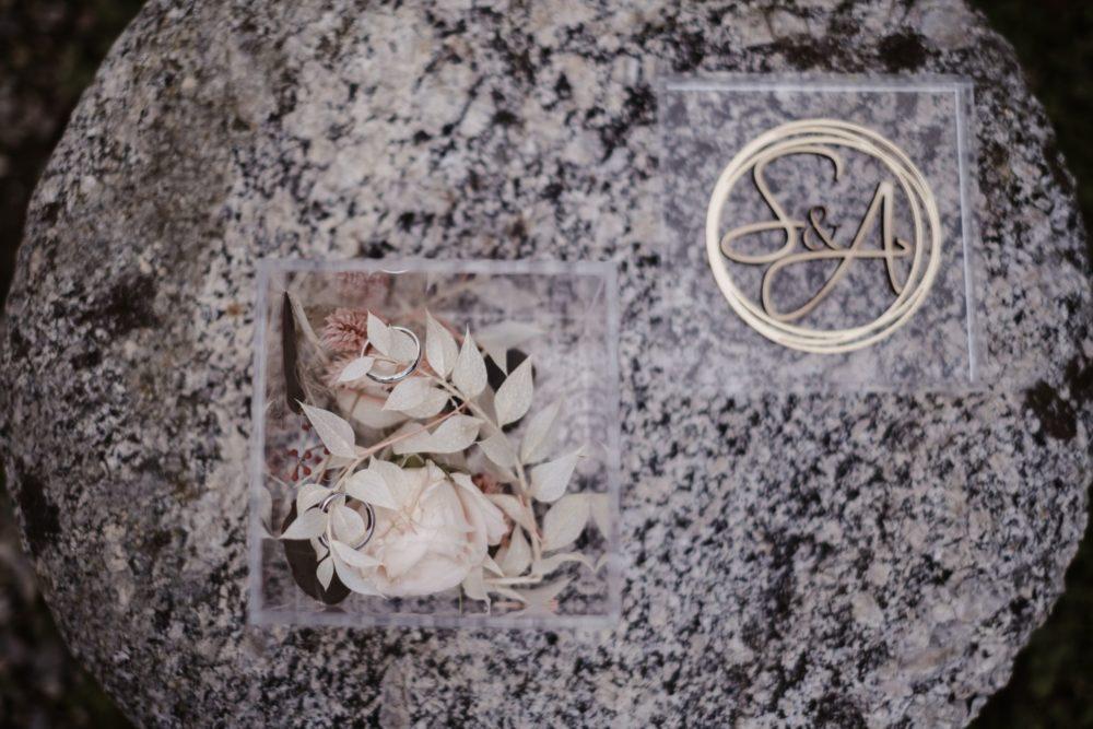 Coordinato di Matrimonio: Box portafedi in plexiglass trasparente con personalizzazione in oro e legno naturale